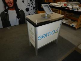 RE-2065 Rental Inline Exhibit with MOD-1552 Modular Counter